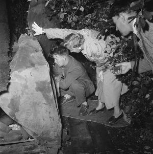 Naisetsivä työssään 1957