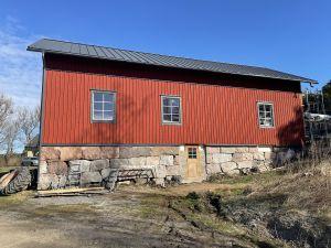 Rullarsböle gård i Snappertuna. Den gamla ladugården från 1800-talet har restaurerats. Här kommer utrymme att finnas för att behandla och lagra bland annat jordgubbar.