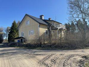 Det gamla karaktärshuset på Rullarsböle gård har fått en ansiktslyftning.