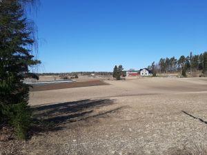 Rullarsböle gård i Snappertuna från vägen sett.