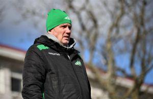 Peter Haglund följer med match på Centrumplan i Ekenäs.