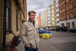 Rasmus Schüller i gatumiljö i Vasastan i Stockholm.