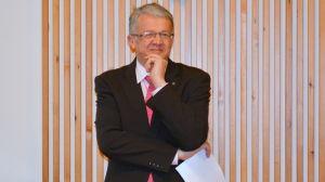 Minister Juha Rehula tentades av Kronobyfullmäktige.