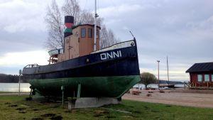 Bogserbåten Onni i Skeppsbron i Lovisa