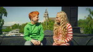 Risto (Samuel Shipway) och Nelli (Sanni Paatso) filmade i Nådendal.