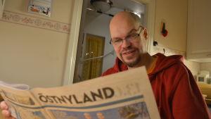 Kristian Willner bekantar sig med den nya tidniingen