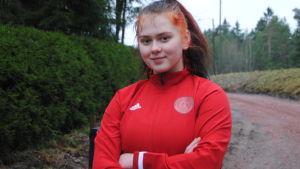 Porträttbild på Veera Karlsson.