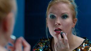 Sanna Helander i rollen som Iris.