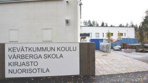 Skylt på Vårberga bildningscentrum
