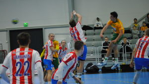 SIF:s Fredrik Karlsson skjuter ett hoppskott.