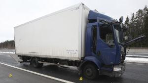 Lastbilen som användes vid rånförsöket på motorvägen i Salo 25.2.2016.