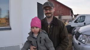 Gustav Holmbom med dotter