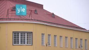 fasaden av simolinhuset i borgå där yle nyheter östnyland har sin redaktion