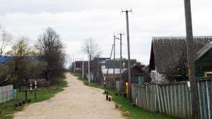 En bygata på landet i västra Vitryssland.