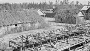 Svartvit bild på koncentrationsläger i Karelen.