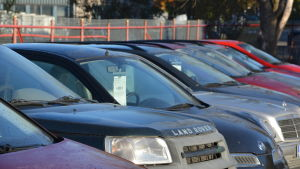 Sherif Cars säljer begagnade bilar.