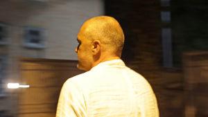Edi Rama lämnar partihögkvarteret efter parlamentsvalet.