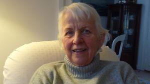 Ulla Lukander i sitt hem i Ekenäs
