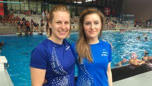Undervattensrugbyspelarna Kira Suomalainen och Alexandra Björklund.