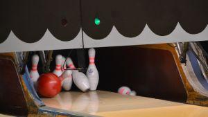 Bowlingklot och bowlingkäglor