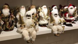 Julgubben kan också vara svart, på varuhuset Macys hyllor