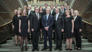 Regeringen Rinne på Ständerhusets trappor.