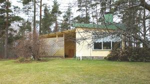 Ett äldre hus i Langansböle i Ekenäs