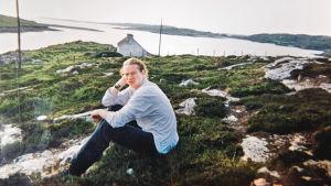Mårten Svartström som ung ute på landsbygden på Irland.