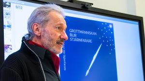 "Bjarne Ismark presenterar sin bok ""Grottmänniskan blir rymdfarare"""
