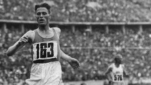 Gunnar Höckert vinner OS-guld på 5000 meter 1936.
