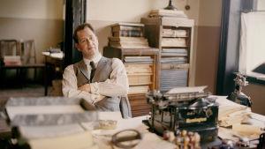 Chefredaktör Blomberg vid sitt skrivbord på Vimmberbybladet.