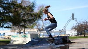 Skateboardare.