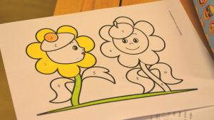 En teckning av en blomma som ska färgläggas.