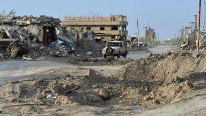 SDF-soldater körde genom byn Sousa, nära Baghouz på torsdagen 21.3.