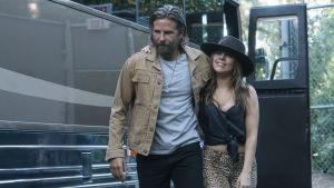 Bradley Cooper ja Lady Gaga elokuvassa A Star Is Born.