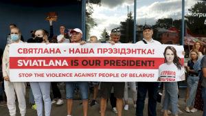 Demonstration utanför Belarus ambassad i Vilnius mot de officiella resultaten i presidentvalet i Belarus.