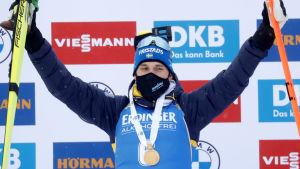 Martin Ponsiluoma med sitt VM-guld.