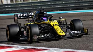 Fernando Alonso kör Renaults F1-bil.