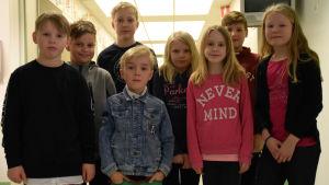 Elever i Höjdens skola i Tenala.
