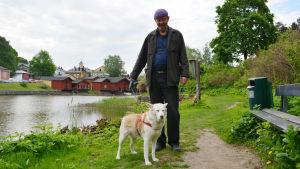 Arktiekt Lauri Rissanen med hunden Vilma