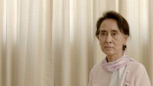 Politikern Aung San Suu Kyi i närbild.