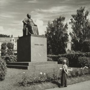 Minna Canths staty i Minna Canth-parken i Kuopio.