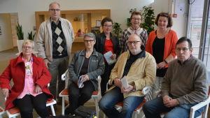 Gunn-Britt Sahlsten, Peter Sahlsten, Inger Nykvist, Benita Nygård, Håkan Wikström, Pia Nabb och John Nordblad har varit med och arbetat fram Promenadguiderna.