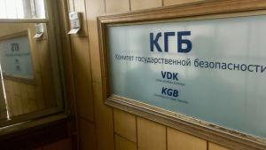 Ingången till KGBs huvudkontor i Riga med KGB tydligt skrivet på väggen.