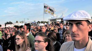Anhängare till italienska Femstjärnerörelsen vid valmöte i Rimini