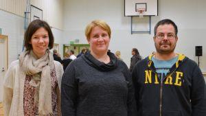 Linda From-Gustafsson, Petra Kraufvelin-Bergman och Jim Bergman på invånarmöte i Borgå.