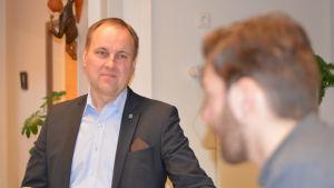 Tom Simola med Jonas Sundström i förgrunden