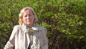 Lisbeth Hemgård ute i solskenet