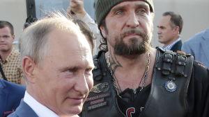 President Vladimir Putin tillsammans med mc-gängledaren Alexander Zaldostanov.