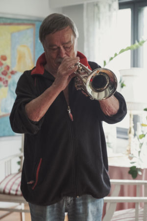 Risto Pellava spelar trumpet.